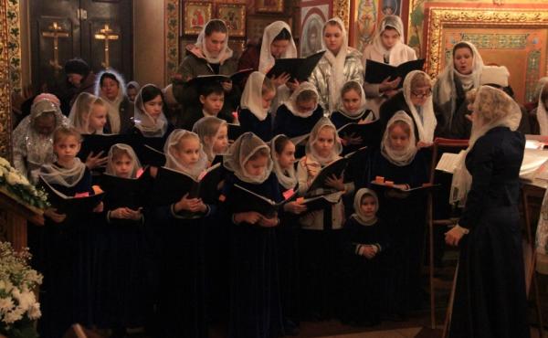 Божественная  литургия в Казанском кафедральном соборе города Элисты