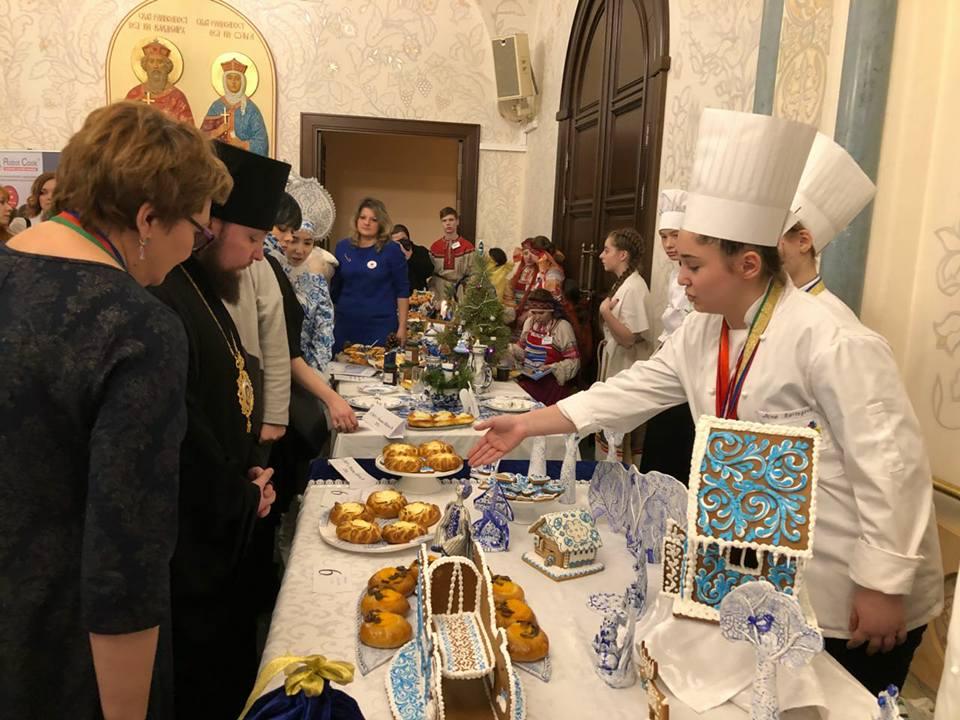 12 января председатель Синодального отдела по делам молодежи епископ Люберецкий Серафим посетил 8-й Международный молодежный гастрономический фестиваль «Возрождаем традиции. Рождество» в Москве