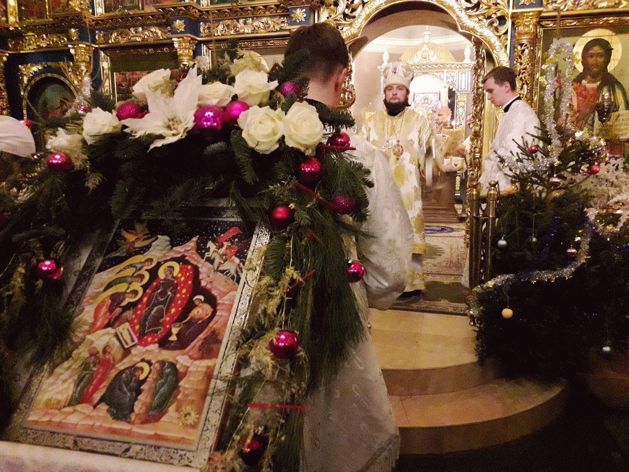 В праздник Рождества Христова епископ Люберецкий Серафим совершил Божественную Литургию в Успенском соборе Крутицкого подворья