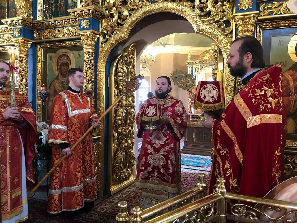 15 апреля, в Неделю вторую по Пасхе, апостола Фомы, епископ Люберецкий Серафим совершил Божественную литургию в Успенском соборе Крутицкого подворья