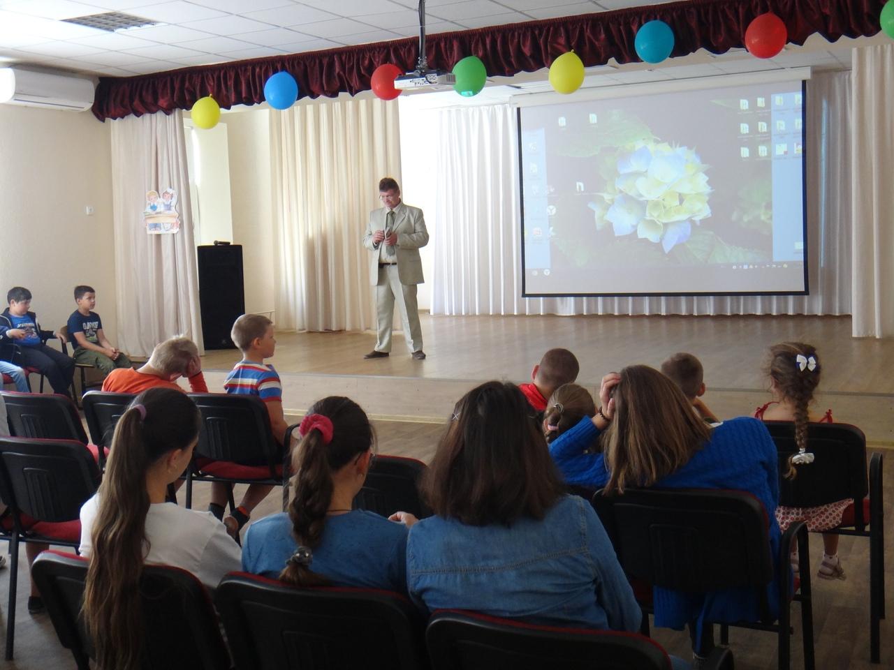 В День России участники детского лагеря обсуждали темы патриотизма и духовности