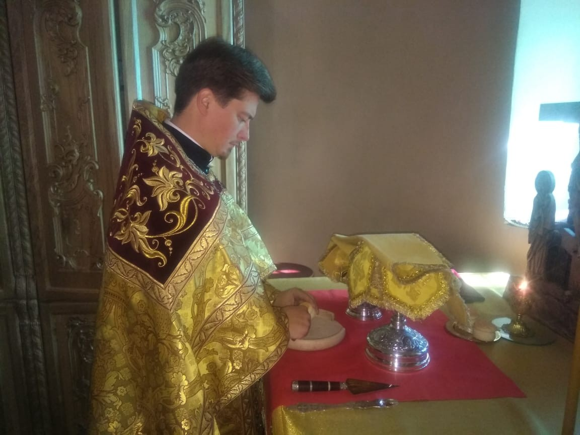 12 августа, в День памяти Мч. Иоанна Война, протоиерей Кирилл Сладков совершил Божественную литургию в Успенском соборе Крутицкого подворья