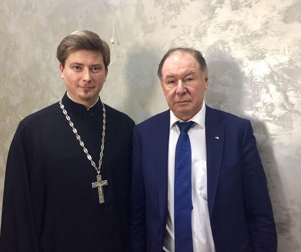 17 ноября исполняющий обязанности председателя Синодального отдела по делам молодежи протоиерей Кирилл Сладков посетил Московский финансово-юридический университет