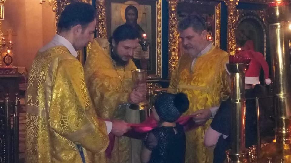 На Крутицком Патриаршем Подворье в Москве состоялась ночная новогодняя литургия с участием православных следопытов