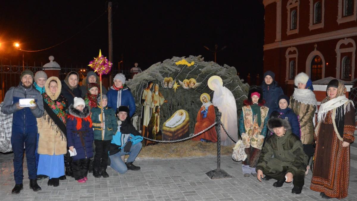Православная молодежь города Кургана славит Христово Рождество