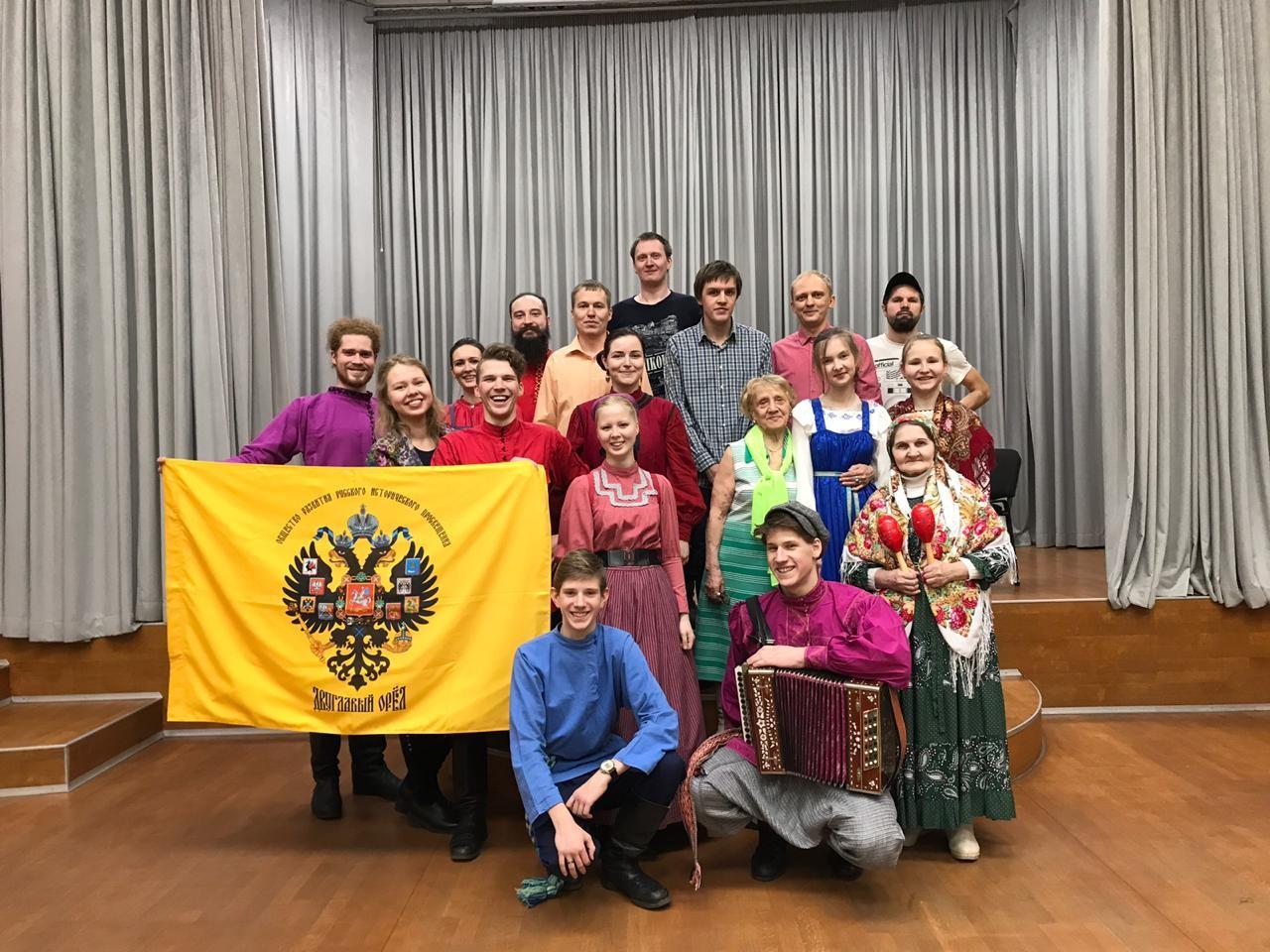В Екатеринбургской епархии Сретенский фестиваль православной и светской молодежи продолжился фольклорной вечеркой