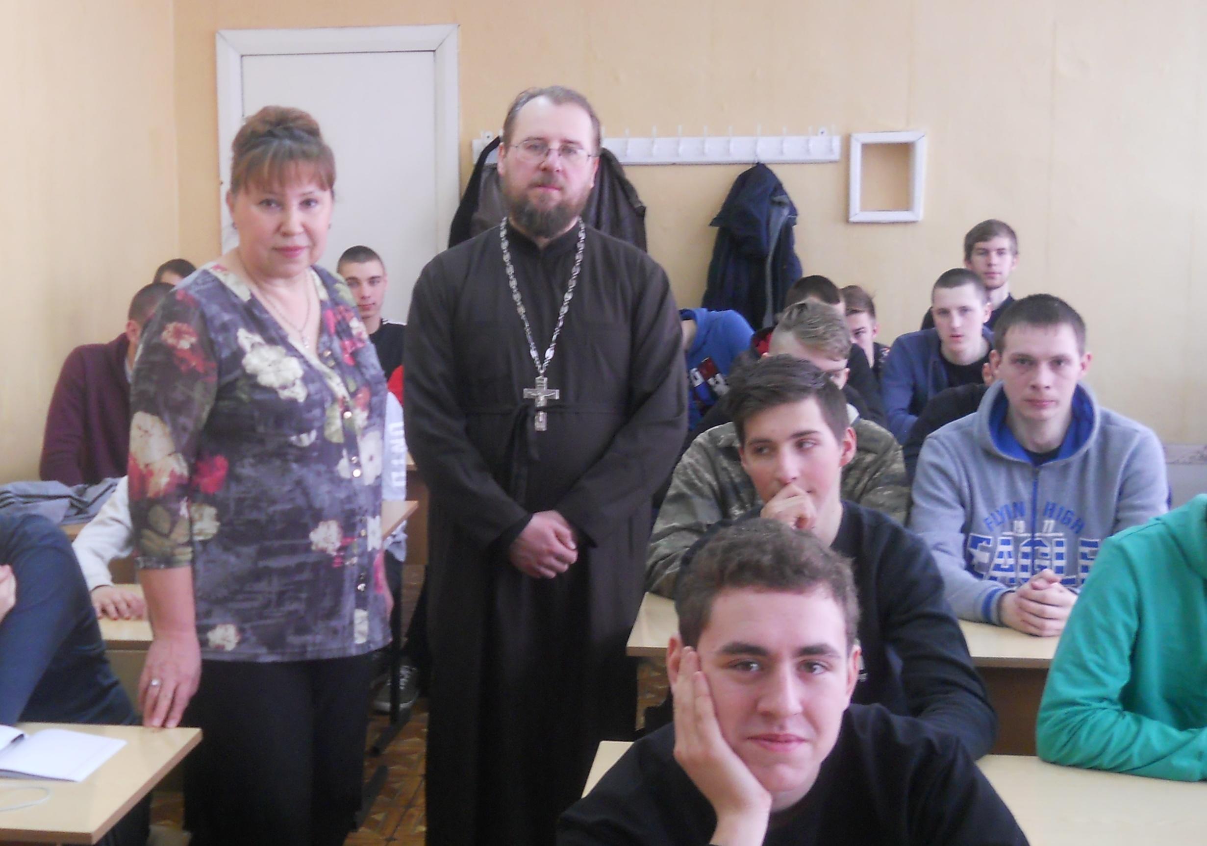 В рамках празднования Дня Православной книги в Петушинском промышленно-гуманитарном колледже прошла встреча учащихся с сотрудником отдела по делам молодежи Александровской епархии