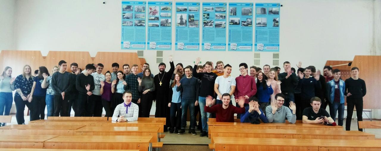 Руководитель отдела по делам молодежи Кемеровской епархии протоиерей Сергий Семиков в Кузбасском государственном техническом университете за последний месяц провел около 20 бесед со студентами.