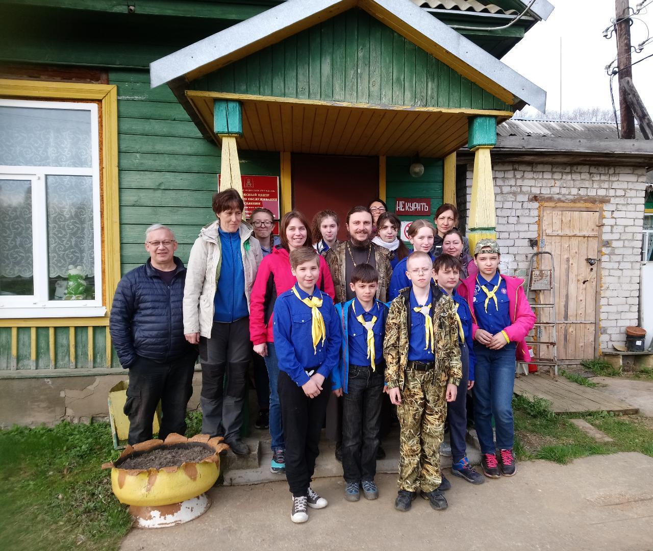 Московские православные следопыты с 30 апреля по 2 мая проводят пасхальную поездку по домам престарелых в Тверской области