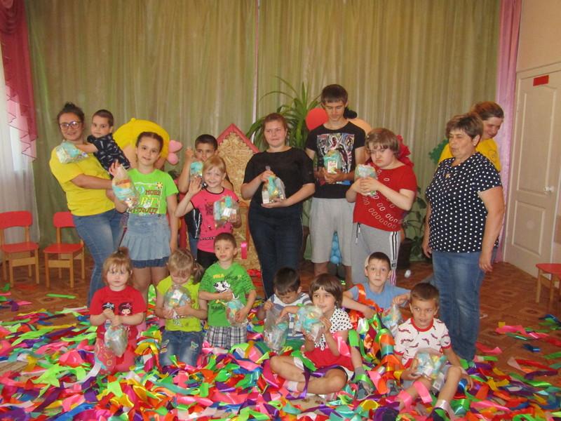 Молодёжный отдел Ливенской епархии поздравил Социально-реабилитационный центр для несовершеннолетних с международным днём защиты детей.