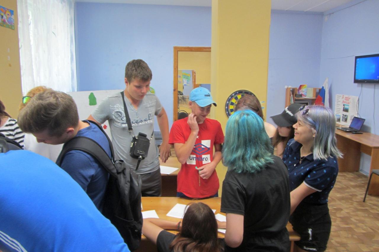 Накануне Дня России, активисты движения «Симбирская православная молодежь» посетили подростковый спортивно-досуговый клуб «Солнечный».
